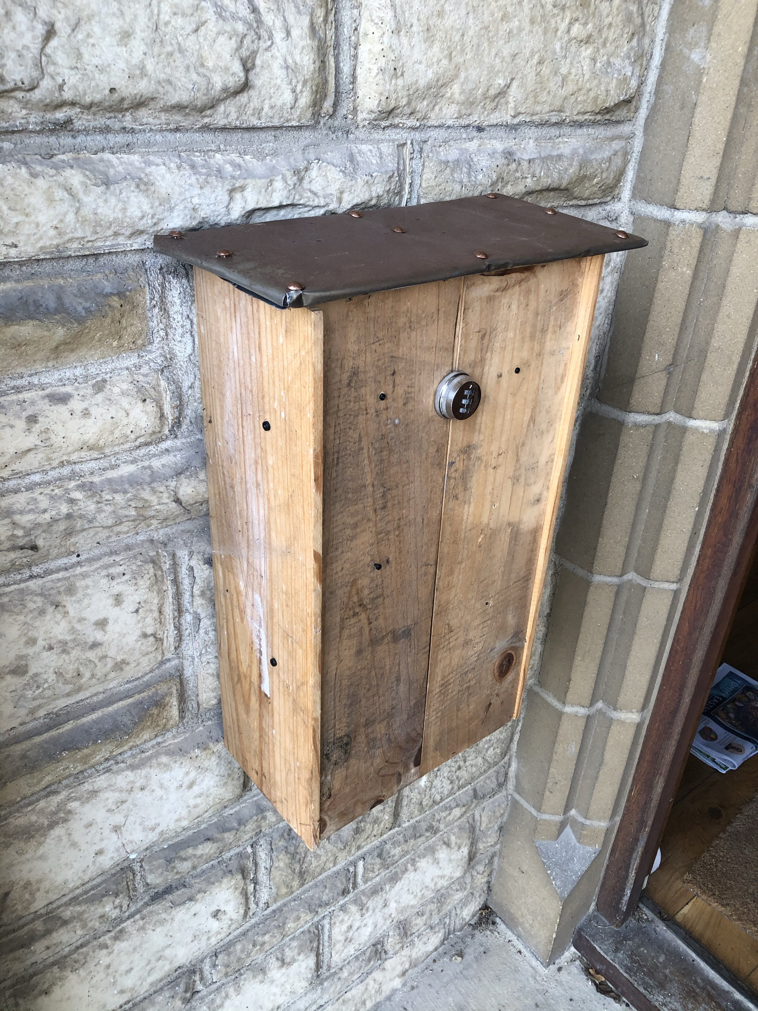 Chateau wine box and varnish can post box (www.coolupcycled.com)