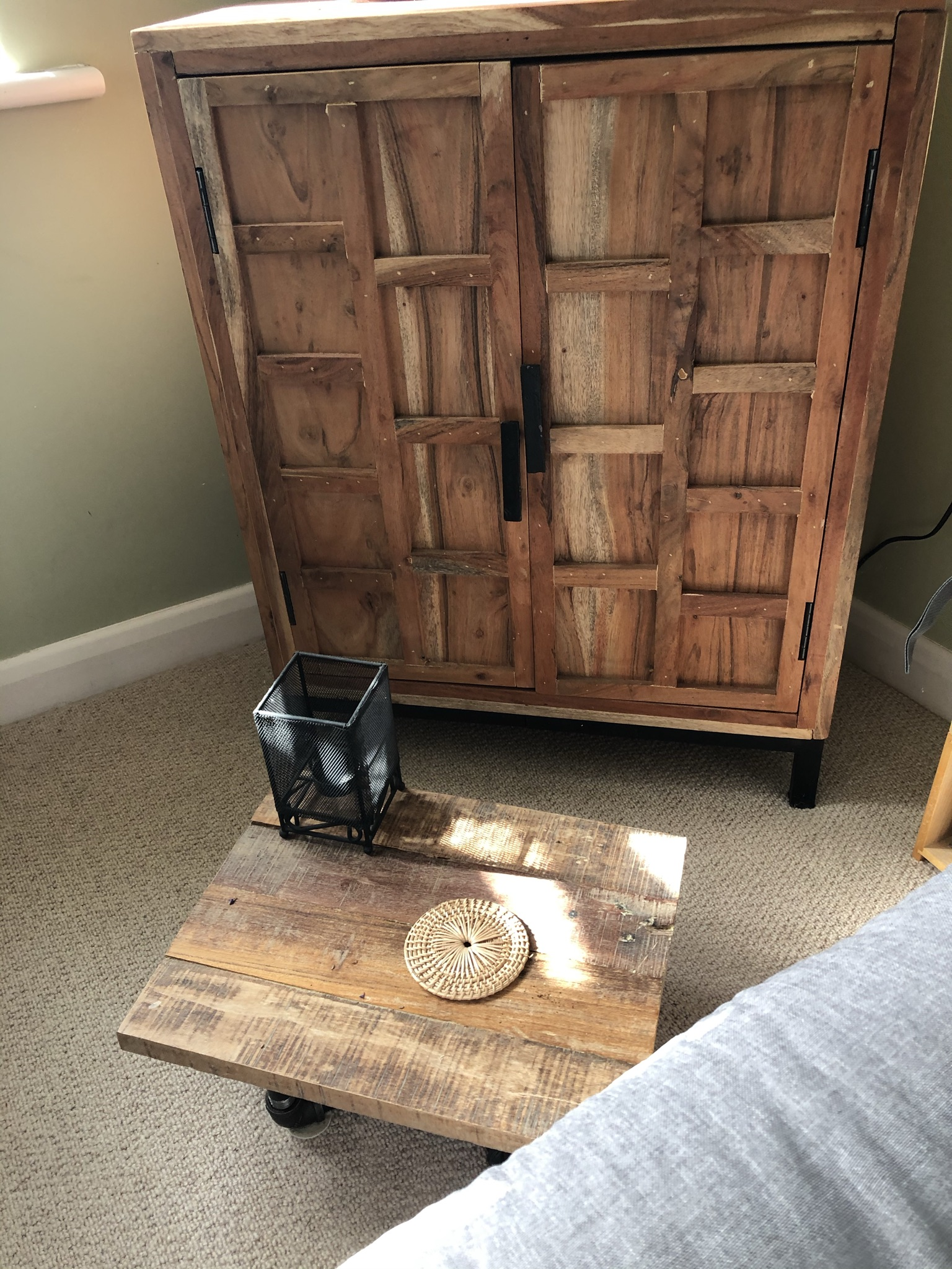 Reclaimed hardwood and pipe side tables (www.coolupcycled.com)